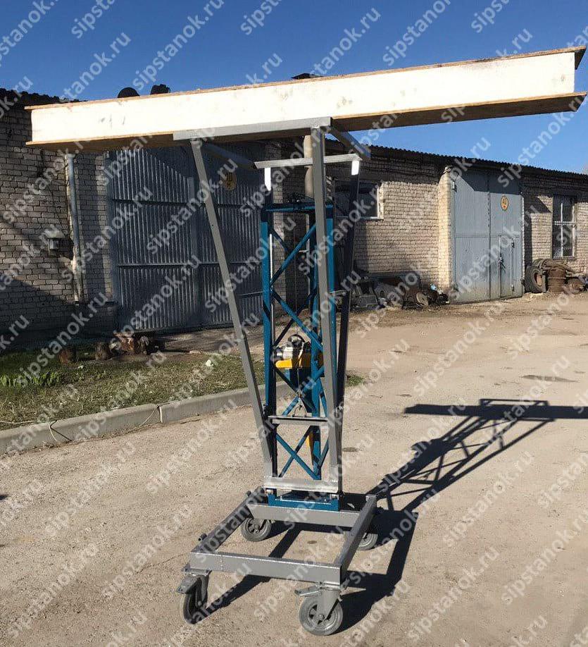 Мобильный строительный подъемный кран для монтажа потолочных СИП-панелей фото